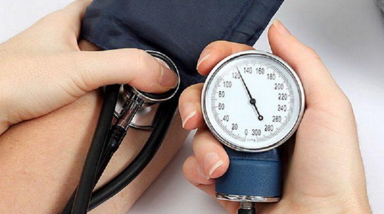 تاثیر فشار خون بالا بر روند درمان ارتودنسی یا درمان های دندانی
