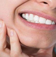 آیا رویش دندانهای عقل باعث کج شدن دندانهای جلویی می گردد؟